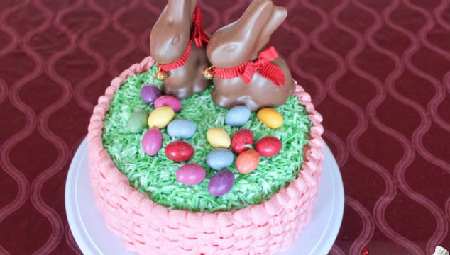 Easter Cake with Bunnies & Eggs / Tort de Paste cu Oua si Iepurasi de Ciocolata