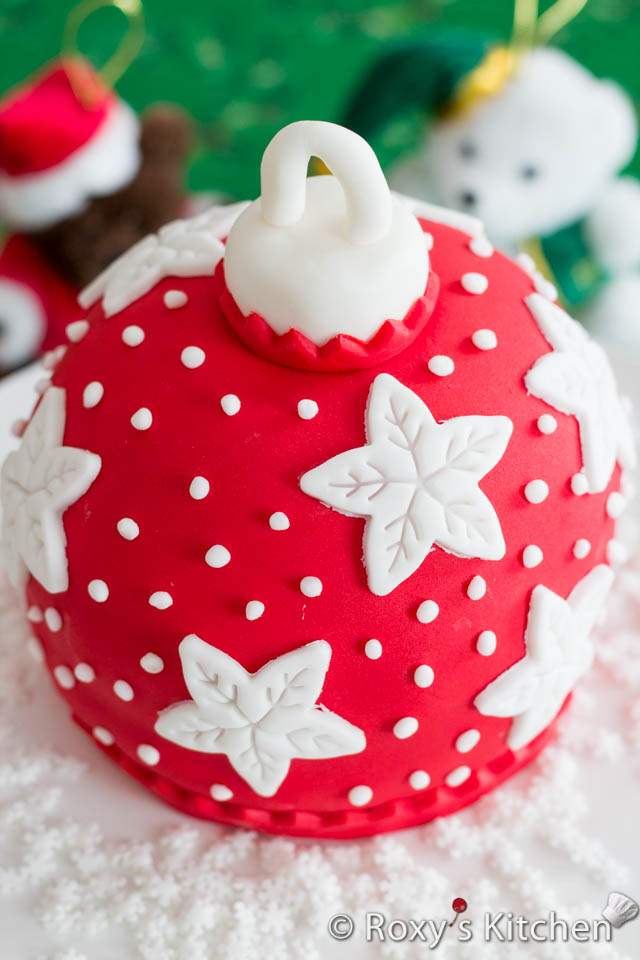 Christmas Bauble Cake Images : Christmas Bauble Cake - Roxy s Kitchen