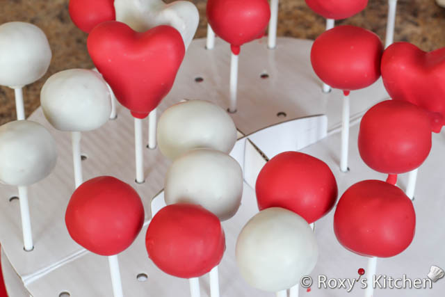 Valentine's Day Cakepops - Repeat the steps to make all the remaining cake pops.