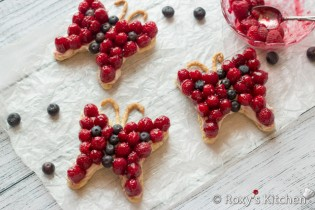 5-Ingredient Cream Cheese Berry Butterfly Tarts | Roxy's Kitchen