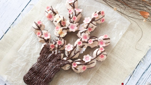 Spring Blossom Tree Made Out of Cupcakes | Roxy's Kitchen