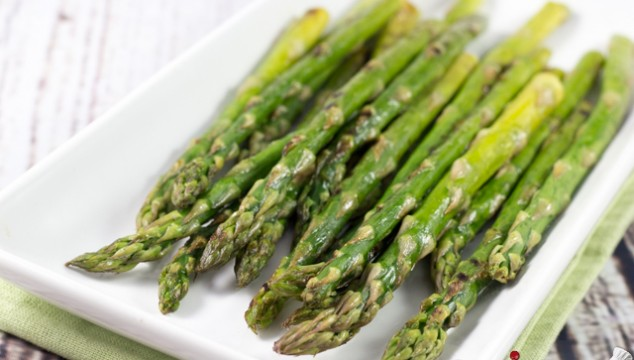 Crispy Roasted Asparagus - The recipe that made me fall in love with asparagus! | Roxy's Kitchen