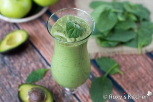 Creamy Banana Green Smoothie | Roxy's Kitchen– Healthy Eating Has Never Tasted So Good!