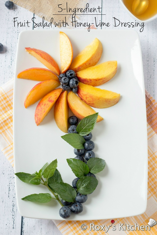 5-Ingredient Peach Blueberry Fruit Salad with Honey-Lime Dressing | Roxy's Kitchen #healthy #lowcalories